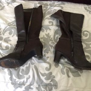 Dark Brown boots high zipper with stretch back.